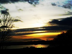 Loch Leven Sunset. (B4bees .(2m views)) Tags: weather scotland blog scenery lochleven kinrossshire visiteastscotland