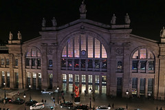 Gare du Nord - Paris (France) (Meteorry) Tags: november light paris france station night facade evening europe ledefrance view traffic gare eurostar lumire illumination circulation soir garedunord railways nuit vue faade idf sncf mercure projections terminusnord accor thalys 2016 meteorry ruededunkerque jacqueshittorff placenapoloniii paris10earrondissement