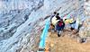 Penambang Ijen (Explore Bromo) Tags: gunung penambang ijen kawahijen belerang gunungijen