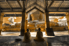 The golden faith (Saint-Exupery) Tags: nikon buddha burma monk myanmar buda monje birmania
