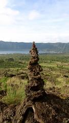 le cairn du Mont Batur  - 04 (Franois le jardinier de Marandon) Tags: bali cairn landart batur rockbalance indonsie franoisarnal