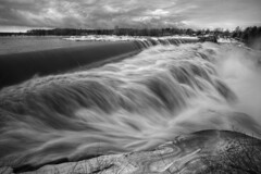 Rivire Chaudire (Patrice StG) Tags: blackandwhite bw river spring flood noiretblanc gimp rivire nb rapids qubec printemps hdr crue rapides d700 mantiuk06 mantiuk luminancehdr