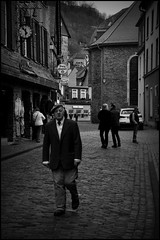 Monschau (D) - 2016/04/03 (Geert Haelterman) Tags: blackandwhite white black monochrome germany nikon candid streetphotography zwart wit monschau geert duitsland streetshot photoderue d90 straatfotografie photographiederue fotografadecalle strassenfotografie fotografiadistrada haelterman