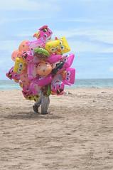 DSC_0497 (gede widiantara) Tags: street bali beach baloon seller kuta