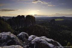 Frhlingsabend (Rico Richter) Tags: light sunset sun mountains schweiz abend licht glamour bad glimmer sonne sommerabend falkenstein frhling schsische elbsandsteingebirge schrammsteine affensteine schandau