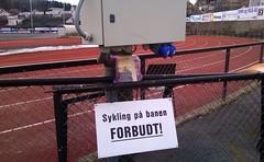 Bookcrossing release. (zimort) Tags: gjvik norge norwegen norway bok book bookcrossing wildrelease track friidrett skilt sign