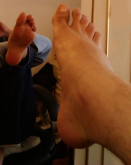 IMG_20160430_170317 (allroundeye) Tags: hairy male feet mirror toes bare barefeet soles malefeet