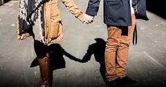"""Händchen halten. Sie halten Händchen. • <a style=""""font-size:0.8em;"""" href=""""http://www.flickr.com/photos/42554185@N00/23694807824/"""" target=""""_blank"""">View on Flickr</a>"""