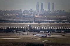 Emirates Airbus A380 taxiing (CAUT) Tags: madrid españa plane airport spain nikon aircraft aviation january enero airline mad flughafen flugzeug aeropuerto spotting avion t4 jarama aviacion 2016 adolfosuarez paracuellos spotter d610 aerolinea t4s aeropuertomadrid lemd caut madridbarajas paracuellosdejarama nikond610
