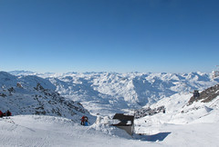 Over Val Thorens from Mount Caron (Adrian Midgley) Tags: blue white snow ski alps building high valthorens