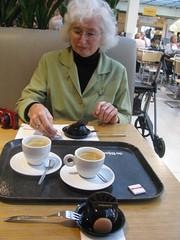 Another one (streamer020nl) Tags: holland netherlands coffee caf amsterdam chocolate centre nederland kaffee louise pastry paysbas centrum bijenkorf niederlande koffie 2016 050216 binnenstad 5feb16 truffebol