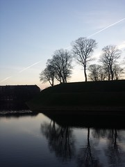 20160319_181409 (Thomas Larsen.) Tags: trees winter sky water alberi backlight copenhagen denmark evening cielo acqua controluce kbenhavn sera kastellet danimarca