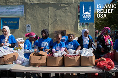 Islamic Relief USA volunteers pass our fresh produce in D.C. for Day of Dignity 2015.