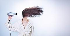 """Die Haare fönen. Die Frau fönt ihre Haare. Die Frauen fönen ihre Haare. • <a style=""""font-size:0.8em;"""" href=""""http://www.flickr.com/photos/42554185@N00/25899670441/"""" target=""""_blank"""">View on Flickr</a>"""