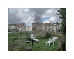 Urbi et orbi (hlne chantemerle) Tags: panorama france divers faades extrieur vue paysages murs fauteuils objets ciels urbains photographies btiments nuageux essonne vgtaux photosderue ruraux jardinsurbains