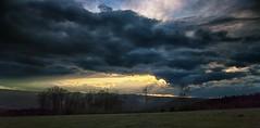 Dunkle Wolken (in explore) (tan.ja1212) Tags: abend sonnenuntergang wolken