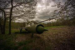DSC_8042 (Photographe-Runner) Tags: plane lost decay avion mig urbex abandonn