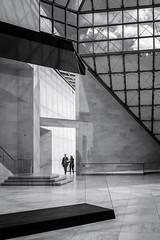 Entering (thewhitewolf72) Tags: paar architektur schatten spiegelung halle glas luxemburg kirchberg dialog schal museumfrmodernekunst ieohmingpei eintreten schwarzundweis