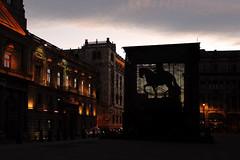 El caballito sigue ah (laap mx) Tags: sculpture statue architecture mexico twilight arquitectura mexicocity escultura crepusculo estatua ciudaddemexico caballito palaciopostal palaciodecorreos palaciodemineria