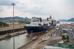 Esclusa de Miraflores (pablocba) Tags: tren canal nikon barco panama miraflores pacifico contenedor contenedores d7100