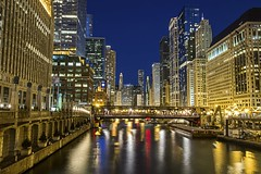 Chicago in the evening (Kevin Povenz) Tags: city longexposure chicago color reflection water buildings lights evening colorful downtown cityscape dusk april chicagoriver 2016 illinios canon7dmarkii kevinpovenz