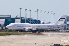 A6-COM (Escursso) Tags: barcelona espaa airplane for photo dubai air united bcn wing here full size emirates arab click boeing 747 spotting catalua b747 llobregat avio elprat elpratdellobregat 747433m lebl aeroportairport a6com
