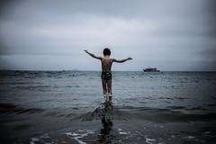 Bretagne grise (PaxaMik) Tags: ocean sea mer beach silhouette grey gris holidays marin horizon bretagne swimmer plage saut sauter ocan baignade baigneur