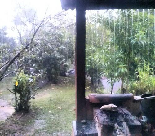 Um chuva para o nosso proveito Tudo é lindo no começo de janeiro,  Até o frescor das tardes de ócio que parece intensificar nosso momento de sossego NPM, 16  Em: Patrimônio Da Penha <3