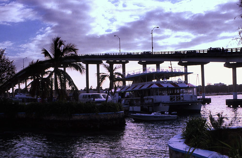 """Bahamas 1988 (319) Paradies Island: Hafen • <a style=""""font-size:0.8em;"""" href=""""http://www.flickr.com/photos/69570948@N04/23938091380/"""" target=""""_blank"""">View on Flickr</a>"""