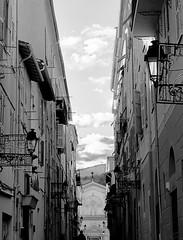 Ruelle mentonaise (Elruner) Tags: blackandwhite paca ruelle ville menton alpesmaritimes noireetblanc