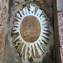 sole di pietra (mypixbox) Tags: italy sun stone sicily rays palermo oval bagheria villapalagonia