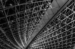 Paris Flughafen (hamburgerkunst.com) Tags: paris urlaub architektur flughafen schwarz 2015 weis fluchtpunkt