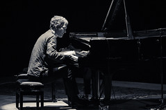 Brad Mehldau (lorenzog.) Tags: show bw italy playing concert nikon livemusic piano jazz explore bologna bradmehldau d300 2015 bradmehldautrio jazzphotography bolognajazzfestival teatrocomunalebologna