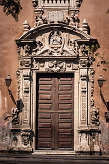 DSC_2492 (nozitep) Tags: door italy streetphotography brando catania