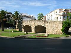 Eine alte Brcke im Kreisverkehr in Cceres (pilgerbilder) Tags: pilgern pilgerfahrt pilgertagebuch vadellaplata aldeadelcanocceres