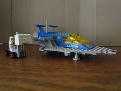 Lego Set 487: Space Cruiser (Baltimore Bob) Tags: toy toys lego space astronaut plastic legos sciencefiction spaceship 487 buildingtoy classicspace constructiontoy minifies