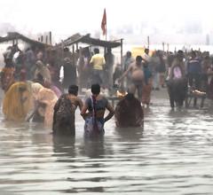 Pilgrims bathing in the Sarayu River (David Clay Photography) Tags: india bathing hindu pilgrimage rama pilgrim sarayu ayodhya