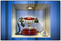 Call me (Por ESTEBAN ALEJANDRO) Tags: blue red call phone antique nostalgic telefono