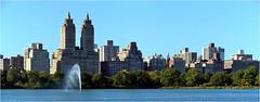 Ce dimanche 4 oct, le ciel est enfin bleu, et nous voulons en profiter et ne pas passer notre temps  lintrieur d'un muse. Donc, Central Park, nous voil. L'un des rares endroits de NY o l'on peut marcher sur de la terre. (Barbara DALMAZZO-TEMPEL) Tags: nyc centralpark manhattan jacquelinekennedyonassisreservoir leldorado
