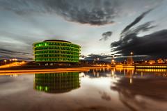 _MG_2551peke (Oscar Berrueta) Tags: amanecer urbano crepusculo barrio reflejos largaexposicion ripagaina edificioverdecener