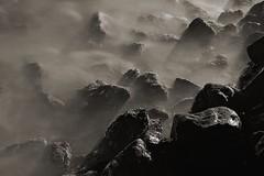 Pedras e mar - Rocks and sea (adelaidephotos) Tags: sea brazil bw praia beach rio rock stone brasil riodejaneiro night mar blackwhite dusk wave pb noite pedra pretoebranco anoitecer leme onda pretobranco mariaadelaidesilva