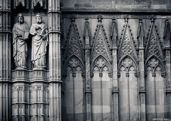 Statues (peterphotographic) Tags: barcelona blackandwhite bw church monochrome statue spain europe arch cathedral god stonework religion olympus catalonia espana barcelonacathedral microfourthirds camerabag2 peterhall em5mk2 p3140673ed1cb2portraitiiedwm