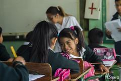 Amigas (sierramarcos14695) Tags: retrato escuela felicidad nias amigas amistad asientos educacion escritorios