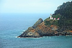 Heceta Head Lighthouse near Florence, Oregon, Explore: Apr. 6, 2016 (goodhike) Tags: ocean sea lighthouse oregon landscape coast florence pacific outdoor head or pacificocean coastline oregoncoast westcoast heceta ushighway101 route101 hecetaheadlighthouse westclastline