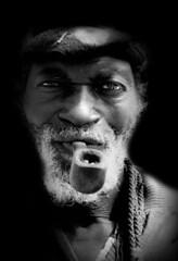 Portrait malien (ichauvel) Tags: voyage africa travel winter portrait white black smile face vertical outside eyes nikon noir day expression smoke hiver country pipe jour portraiture mali et dogon sourire pays blanc visage regard afrique fumer bandiagara exterieur