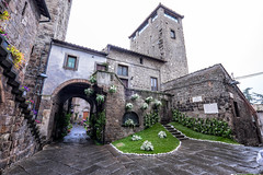 piazza scacciaricci (brucexxit) Tags: medieval medievale viterbo lazio medioevo middleage tuscia sanpellegrinoinfiore altolazio