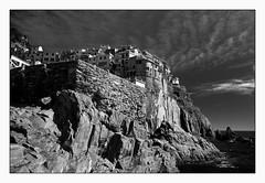 5 terre1 (Copier) (cbat2007) Tags: bw en mer italia noir village noiretblanc maisons sony nb ciel terre paysage et blanc manarola rocher italie cinque