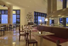 RSH Djerba (Primatours) Tags: restaurant hotel design djerba fenster resort tisch interiordesign besteck glas stuhl tunesien radissonsas sule orientalisch gedecktertisch 4sterne zierat rezidor marmorboden sule