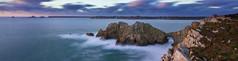 Le chteau de Dinan en presqu'le de Crozon ( fabienne faur) Tags: blue sea mer landscape bretagne bleu nuage paysage falaise finistre ocan crozon presqule poselongue heurebleue presquiledecrozon pointededinan lestasdepois pointefinistre lechateaudedinan