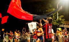 Elevando bandera (Rockfo) Tags: milan pilar bandera carnaval murga derqui funebreros